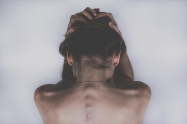 Autolesionismo fisico e psicologico: cause e rimedi
