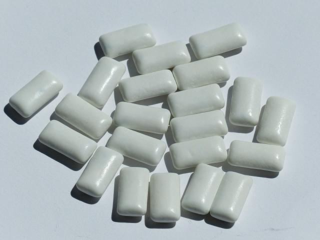 Gomme da masticare: fanno male? Benefici ed effetti collaterali dei chewing gum