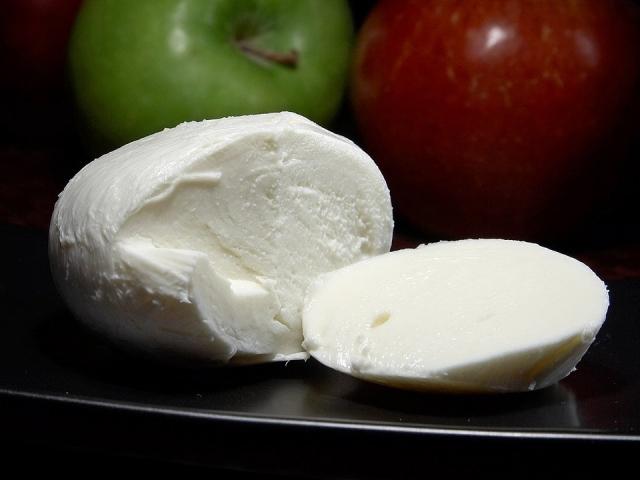 Mozzarella: tipi, proprietà, calorie e valori nutrizionali