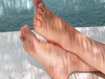 puntini rossi sui piedi con prurito