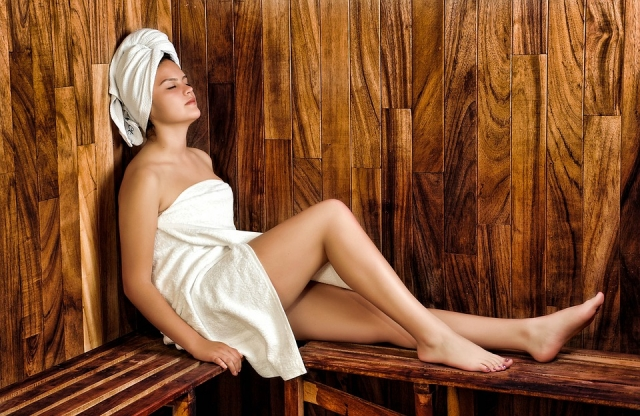 Sauna: benefici, controindicazioni e tipologie (infrarossi, finlandese, aromatica)