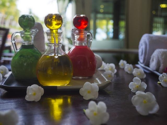 Olio essenziale ylang ylang: proprietà, benefici ed usi