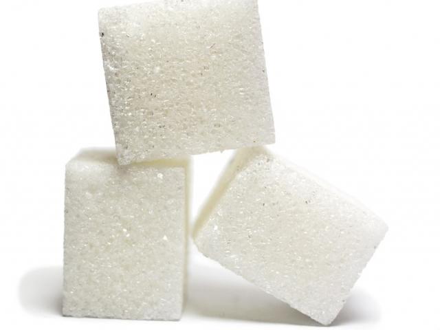 Zucchero bianco: fa male? Calorie e valori nutrizionali dello zucchero raffinato